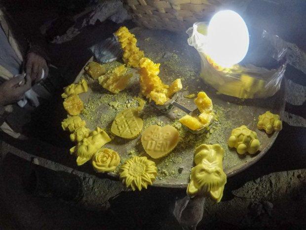 Sulfur knicknacks