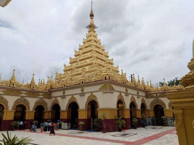 Mahamuni Pagoda, Mandalay Myanmar